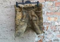 Hose mit schwachem Leder nach dem waschen. erkennbare Fehlsten sind nach dem Waschen gebrochen